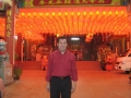 anh-christopher-truoc-ngoi-chua-voi-den-long-do_resize